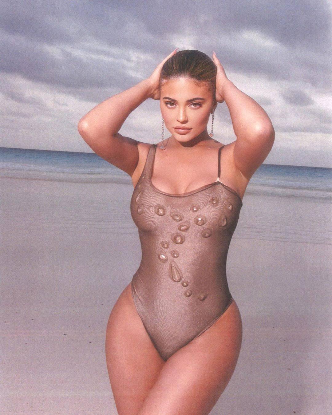 Kylie Jenner Hot Swimsuit