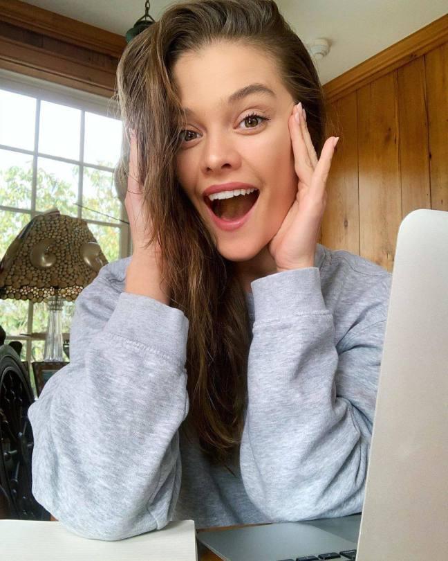 Nina Agdal Sexy Selfie