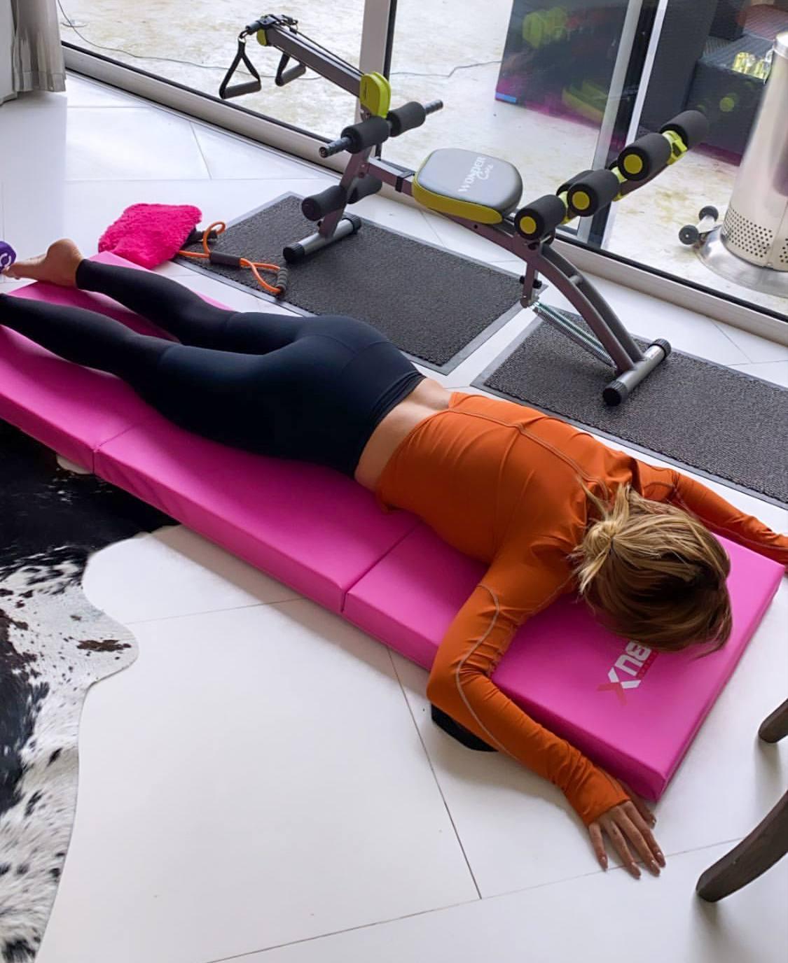 Rita Ora Sexy Ass In Gym