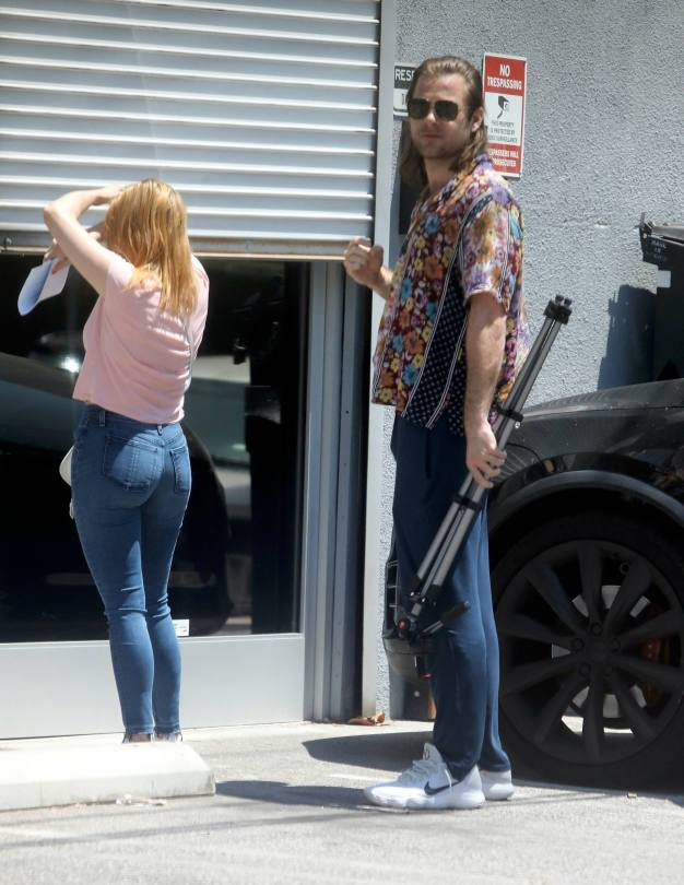 Ariel Winter Sexy In Tight Jeans