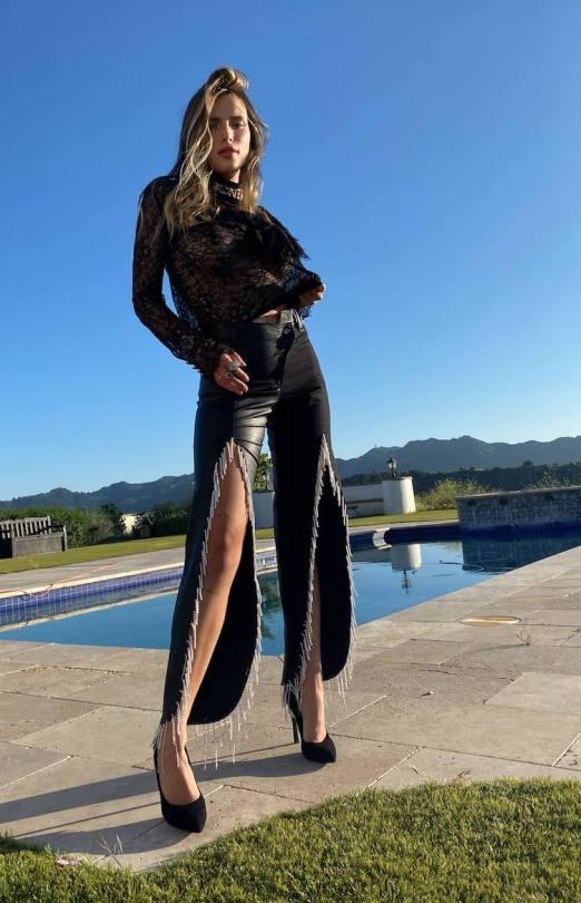 Bella Thorne Hot Boobs