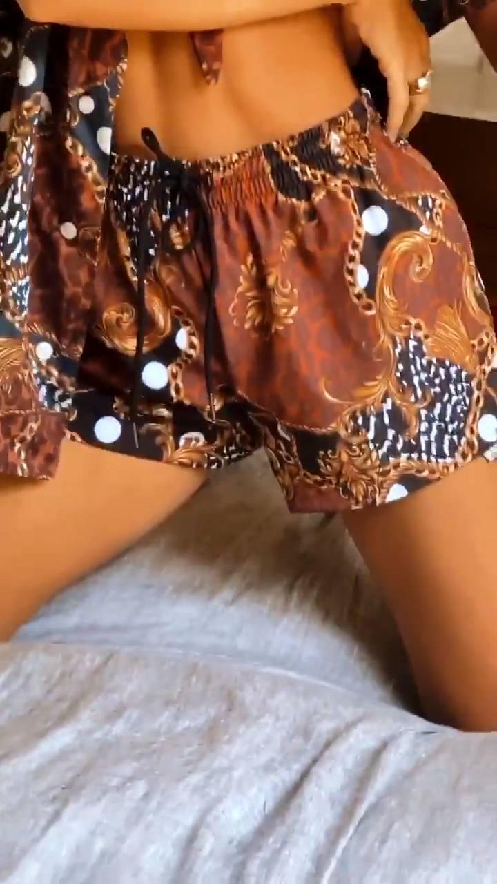 Emily Ratajkowski Hot Braless Boobs