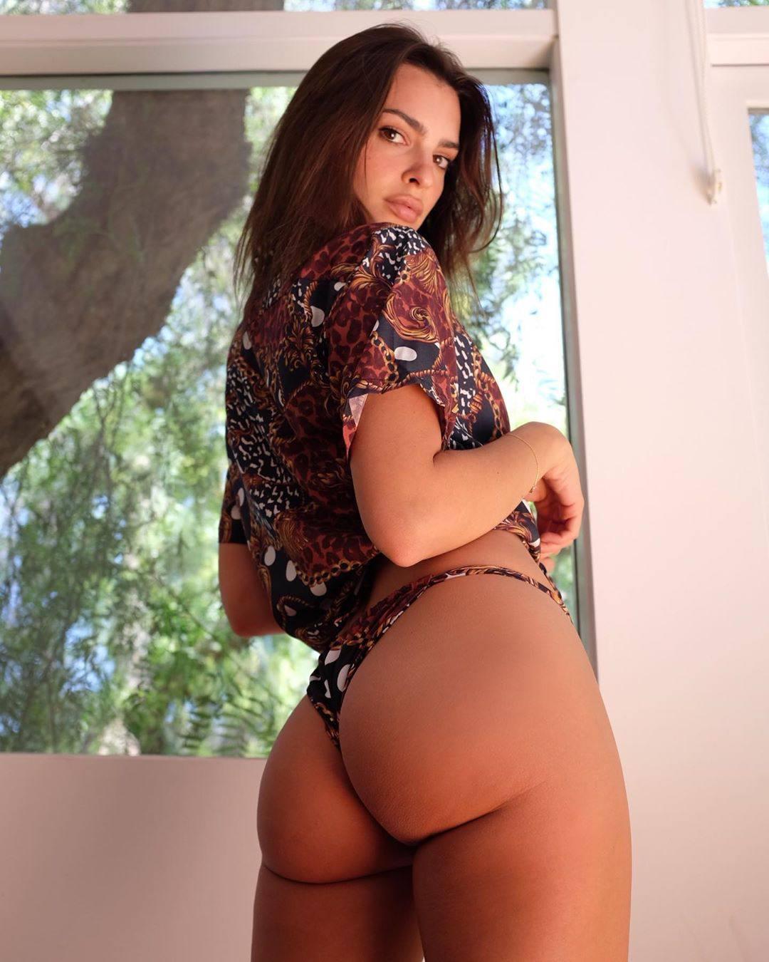 Emily Ratajkowski Perfect Ass