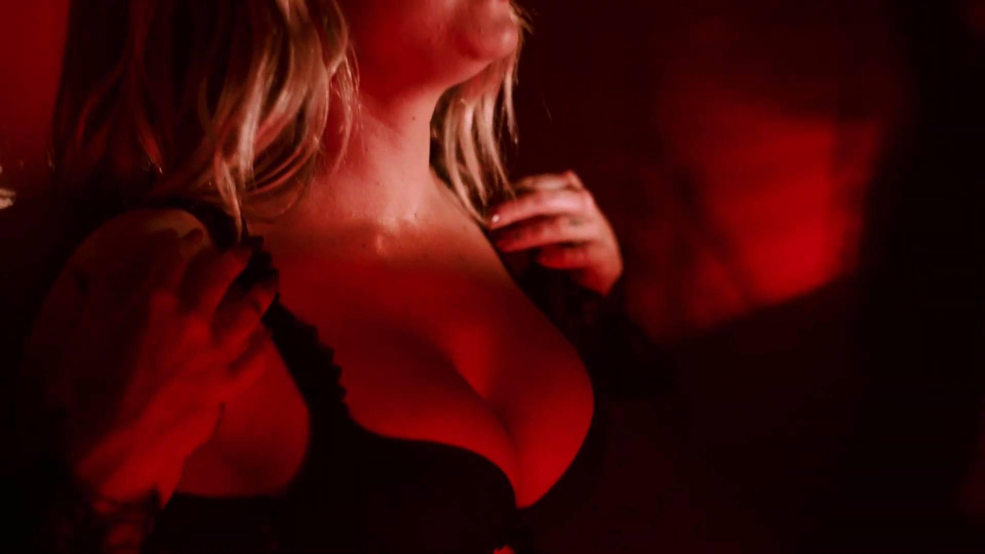 Jojo Sexy In Lingerie