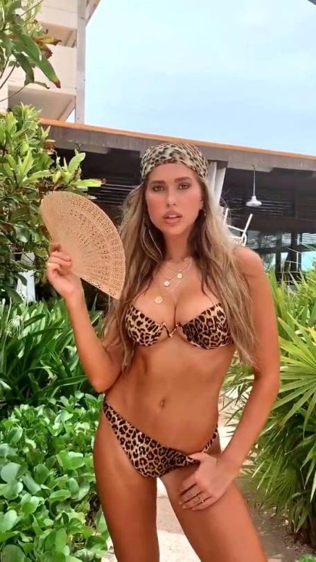 Kara Del Toro Perfect Bikini Body