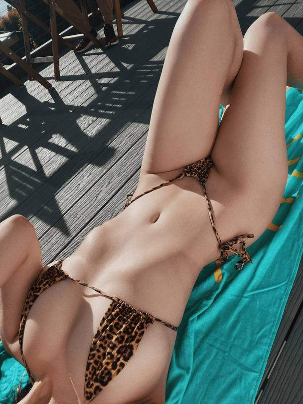 Lauren Summer Sexy Body In Tiny Bikini