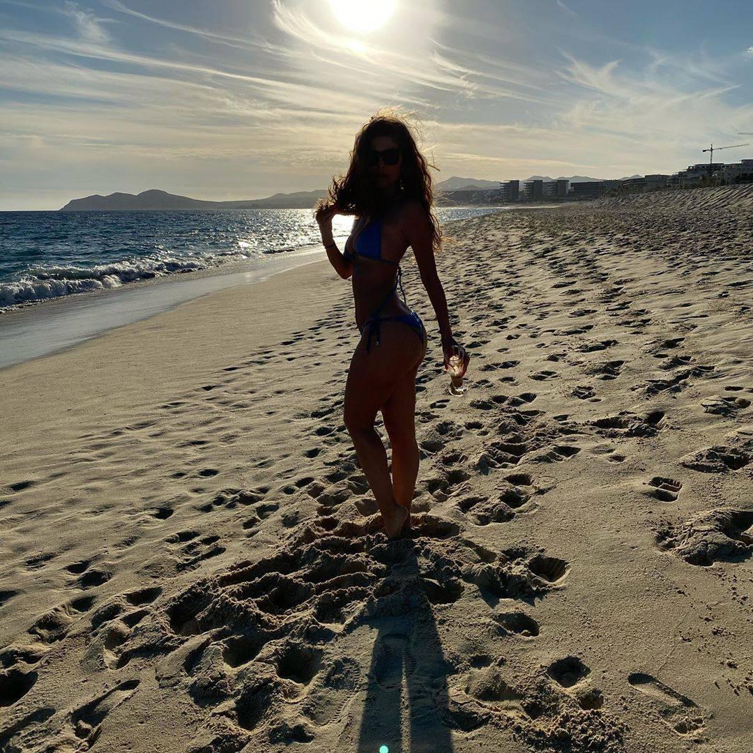 Maria Menounos Beautiful In A Bikini