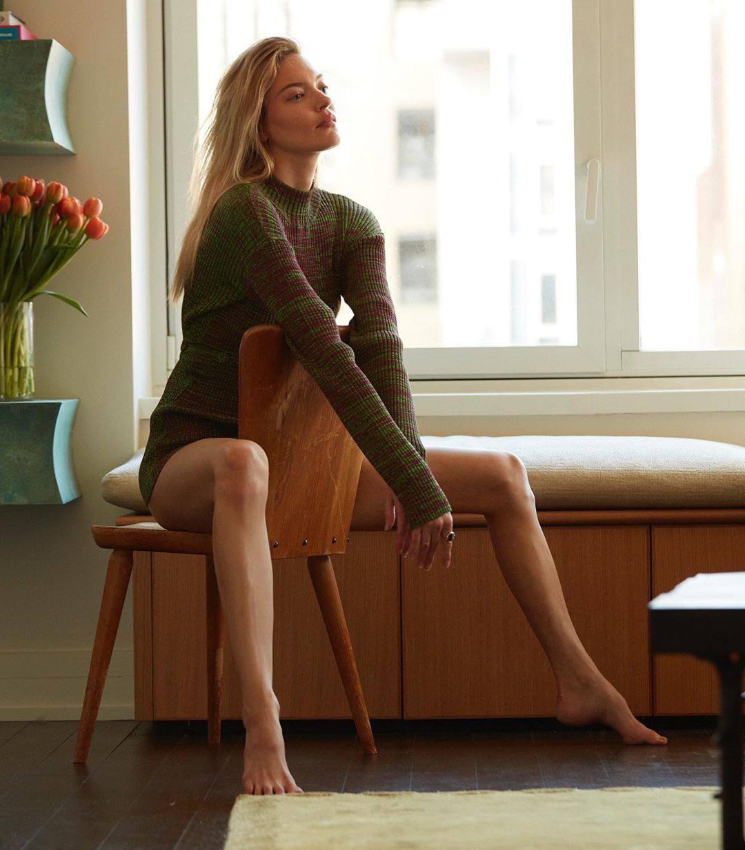 Martha Hunt Sexy Legs