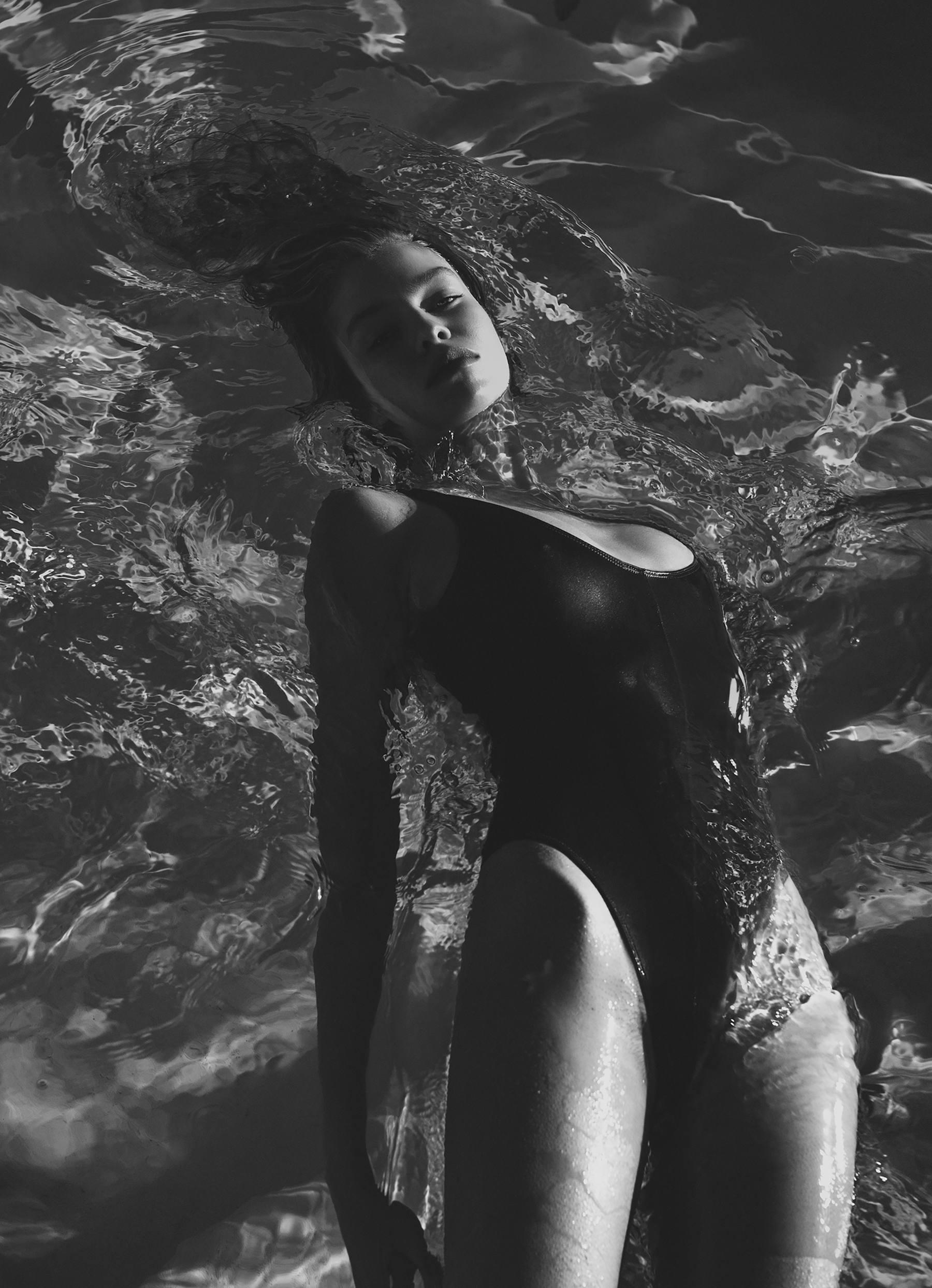 Stella Maxwell Sexy Pics