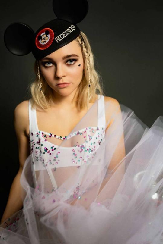 Taylor Hickson Beautiful Photoshoot