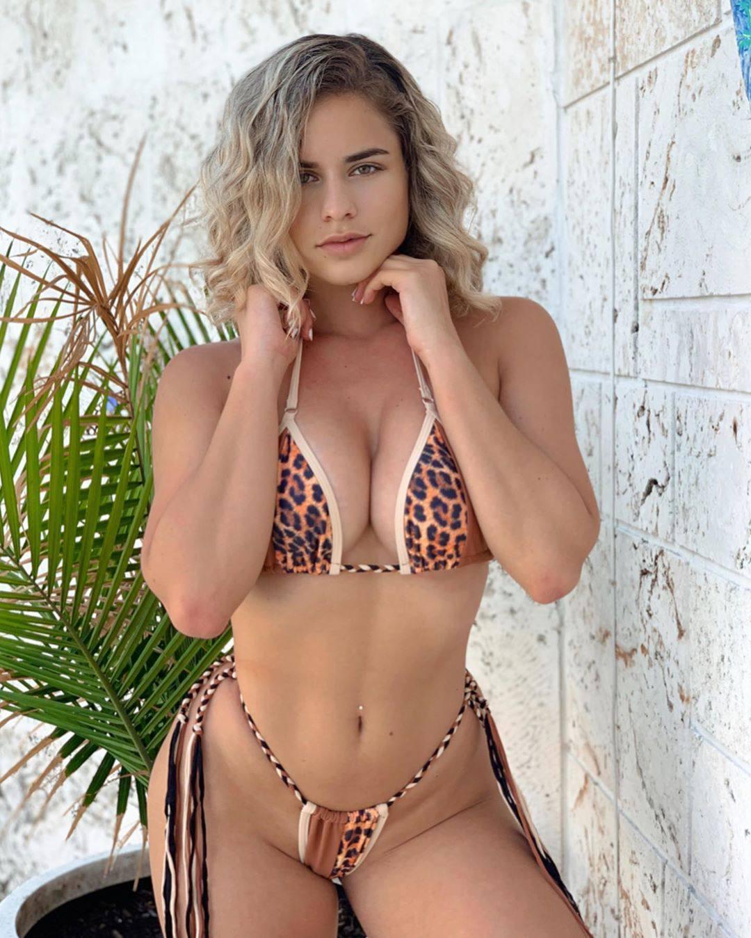 Yaslen Clemente Hot Body