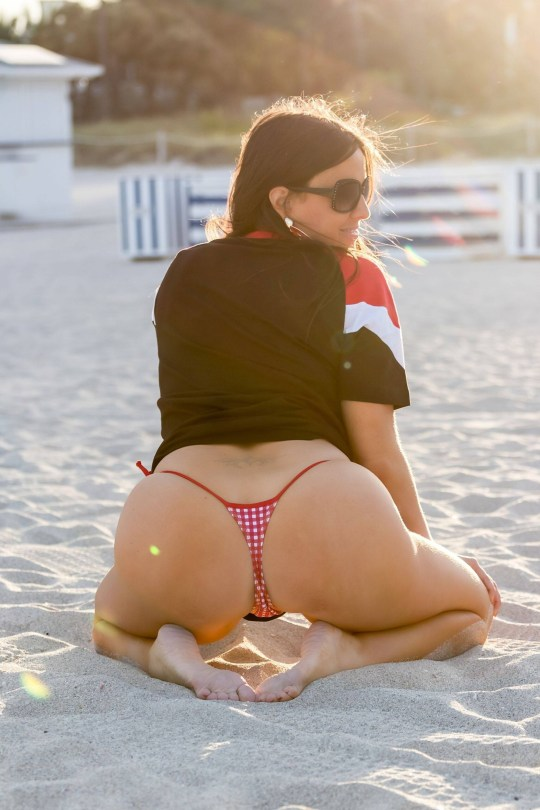 Claudia Romani Sexy In Thong