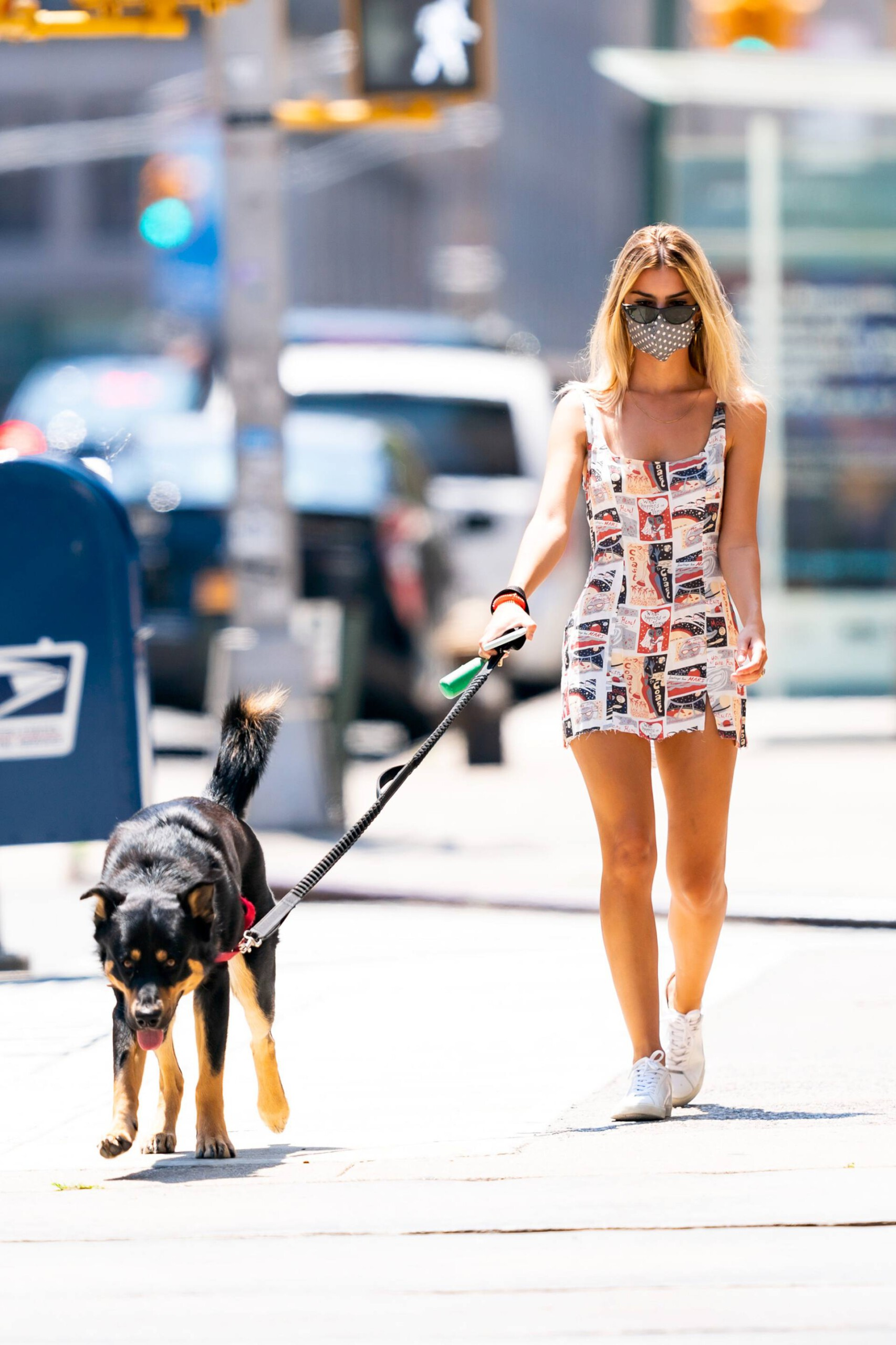 Emily Ratajkowski Beautiful Legs