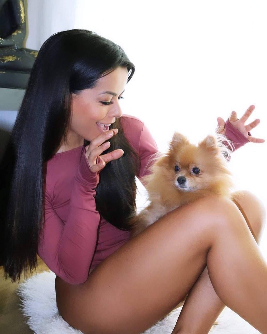 Fernanda Brandao Hot Legs