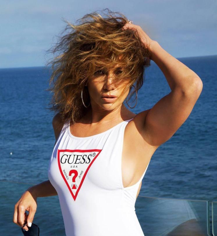 Jennifer Lopez Sexy Swimsuit