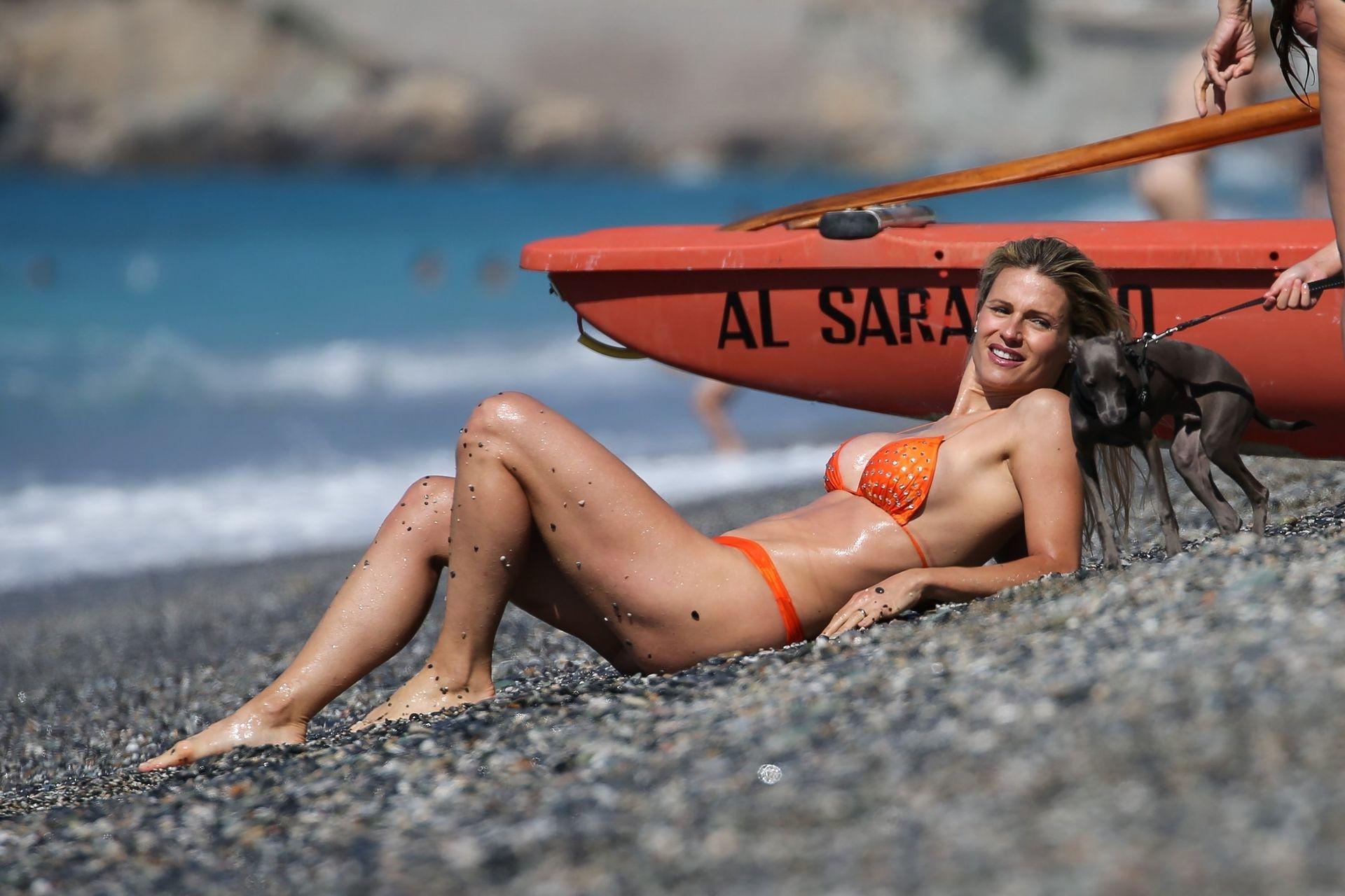 Michelle Hunziker Sexy Bikini