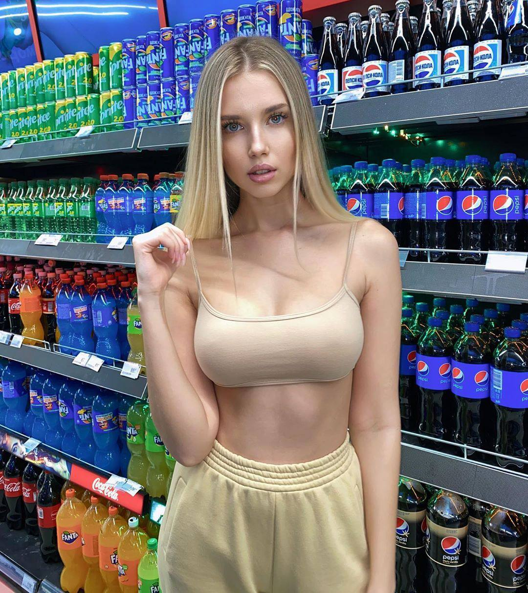 Polina Malinovskaya Hot Pics