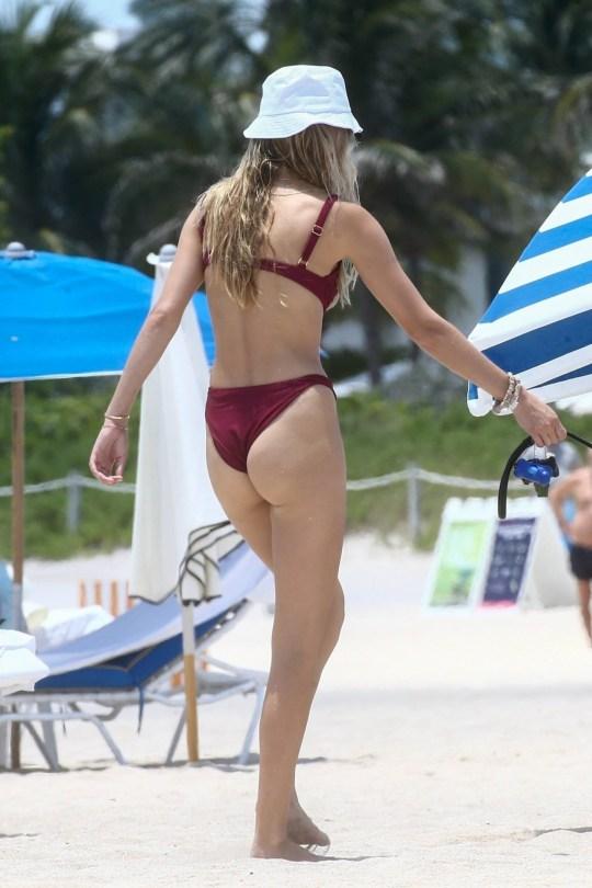 Roosmarijn De Kok In Bikini