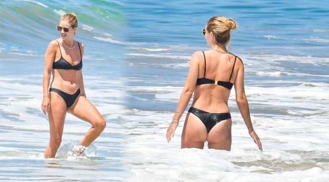 Rosie Huntington-Whiteley – Beautiful Ass in Thong Bikini in Malibu