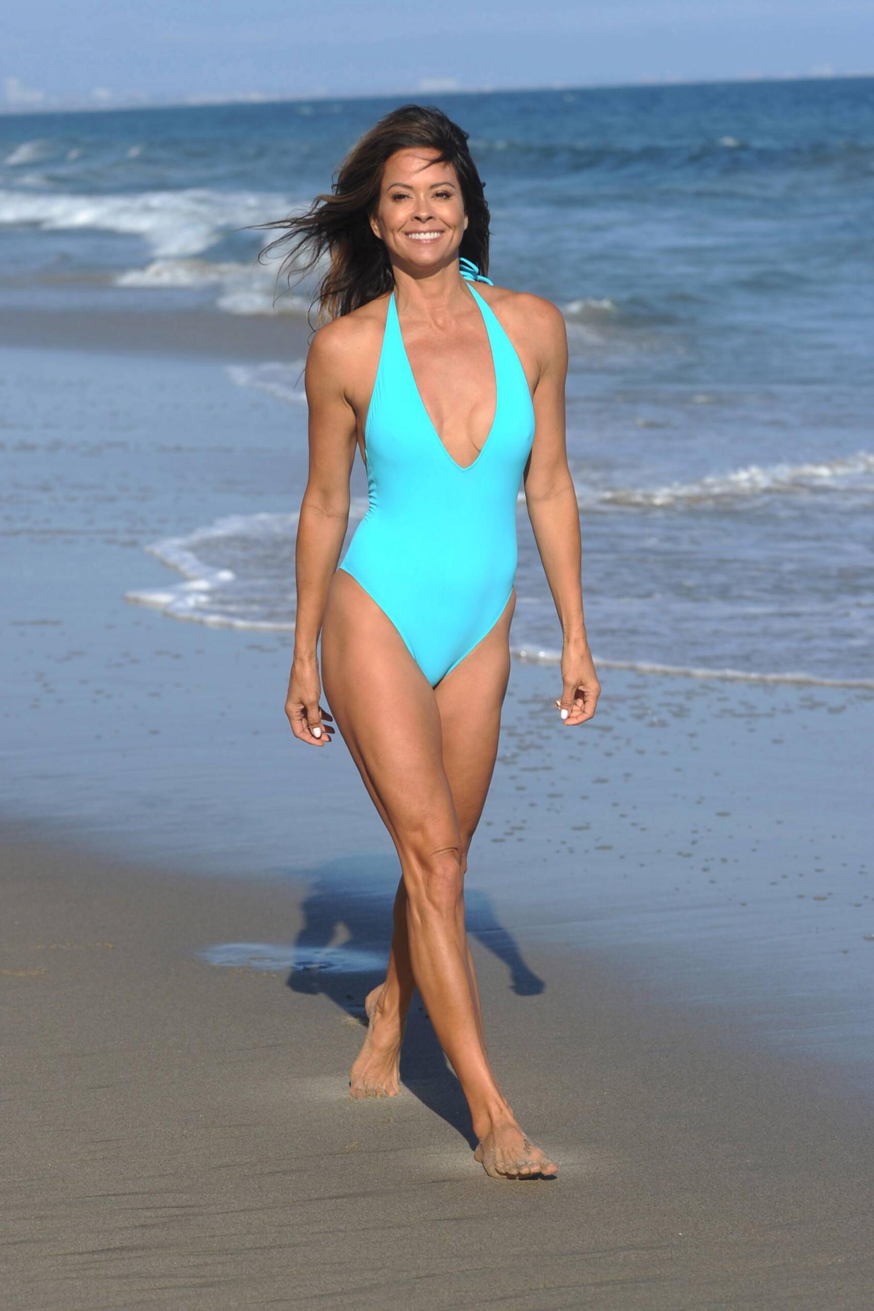 Brooke Burke Shows Off Her Fantastic Body In Bikini