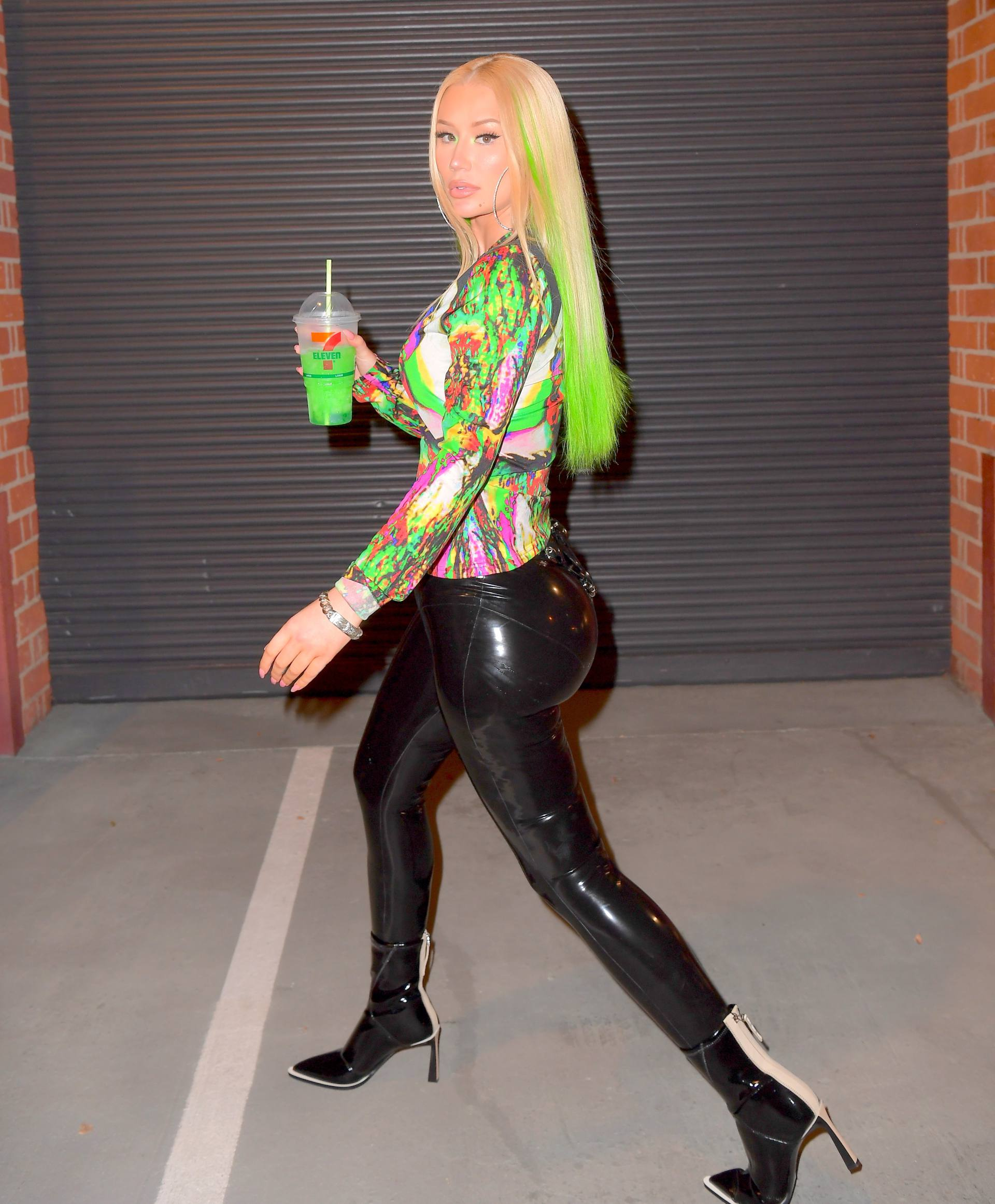Iggy Azalea most sex-treme outfit ever: Star shocks with