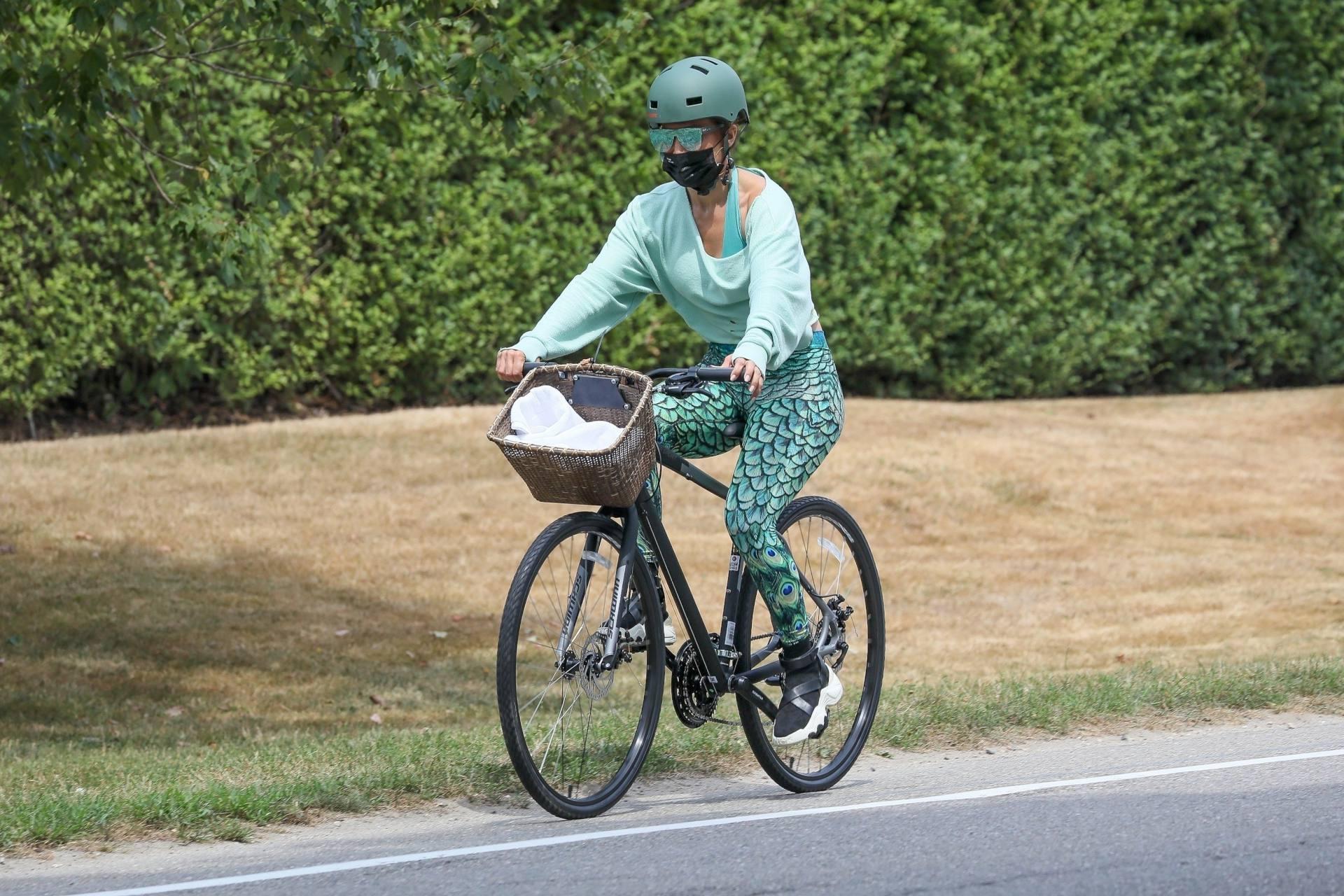 Jennifer Lopez Sexy Ass On Bike