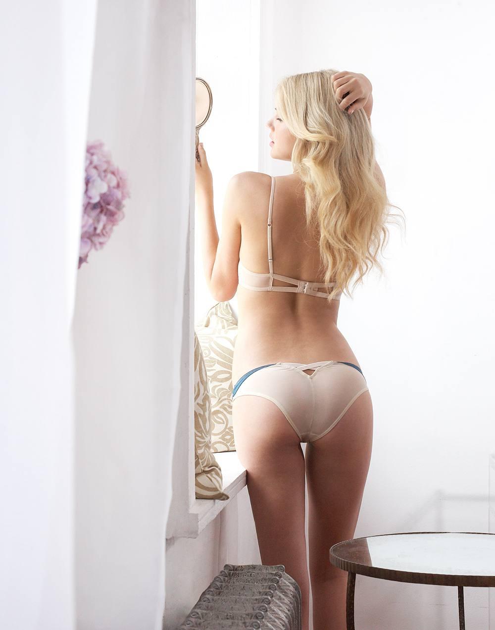Kate Upton Hot In Lingerie