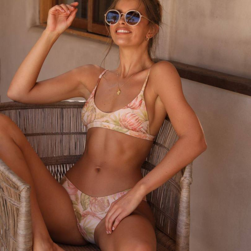 Kristina Mendonda Hot In Bikini