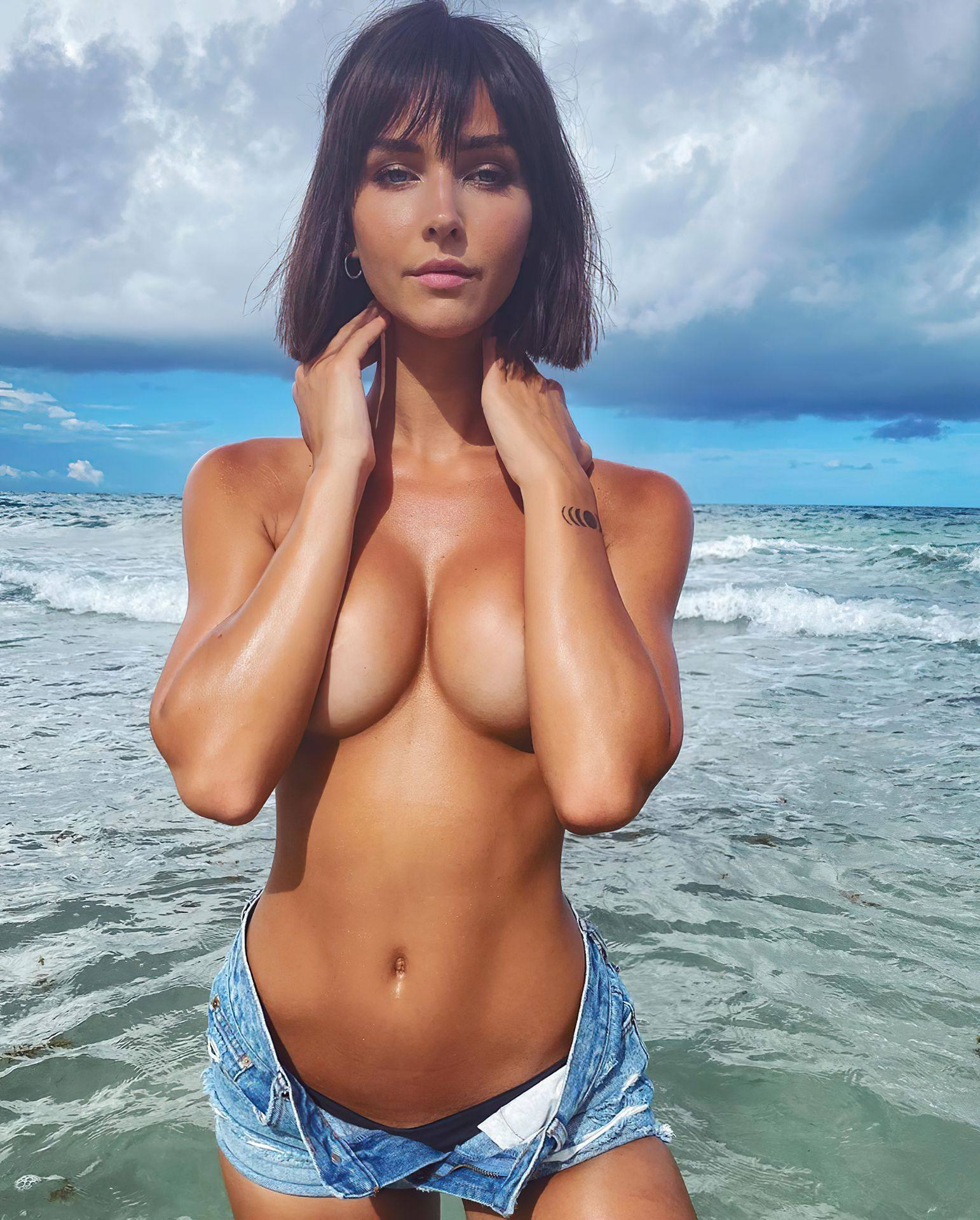 Rachel Cook Amazing Body In Topless Pic