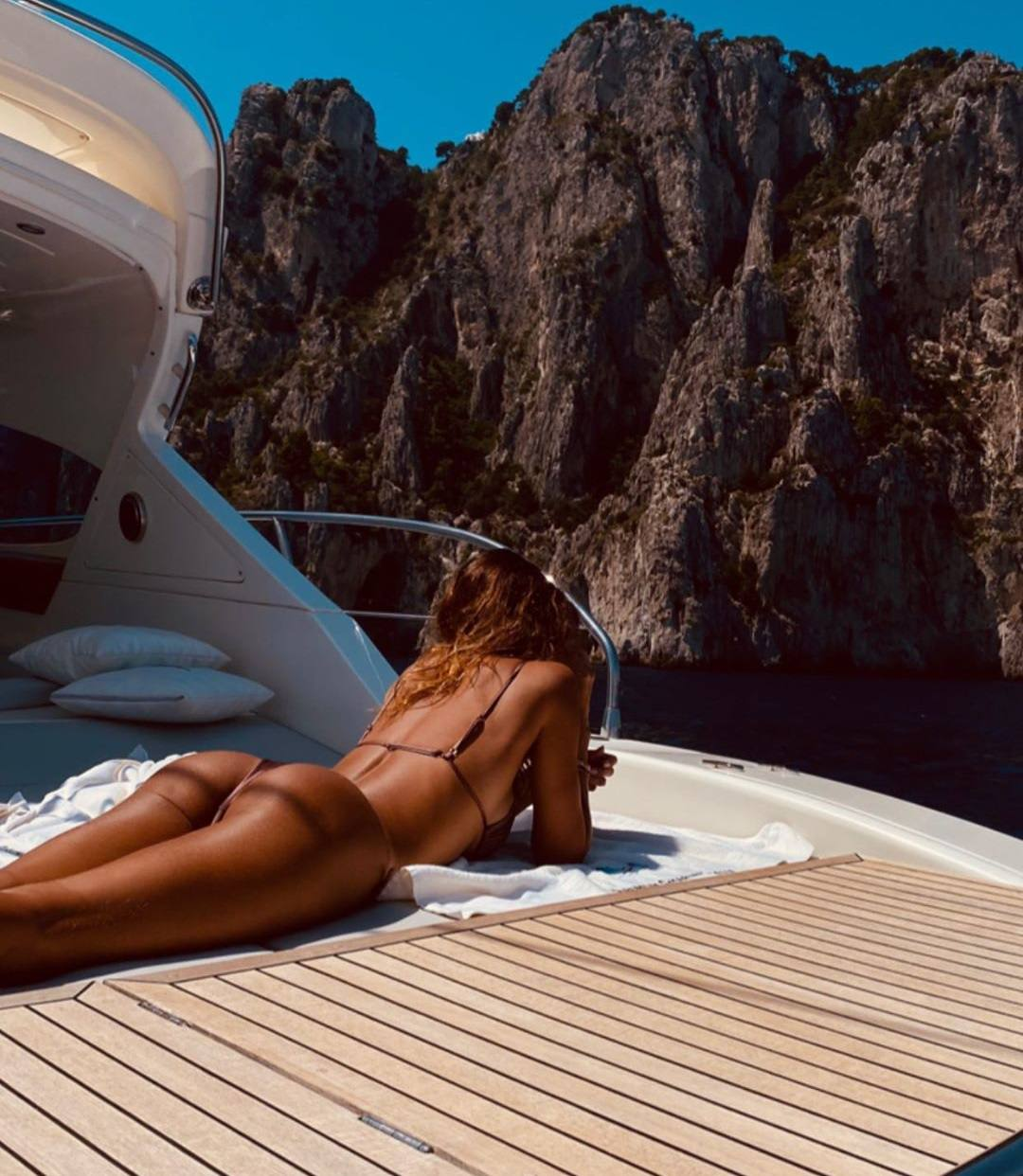 Belen Rodriguez Beautiful Ass In Thog