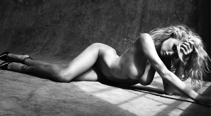 Charlotte McKinney – Beautiful Topless Breast in Sexy Photoshoot (Uncensored) (NSFW)