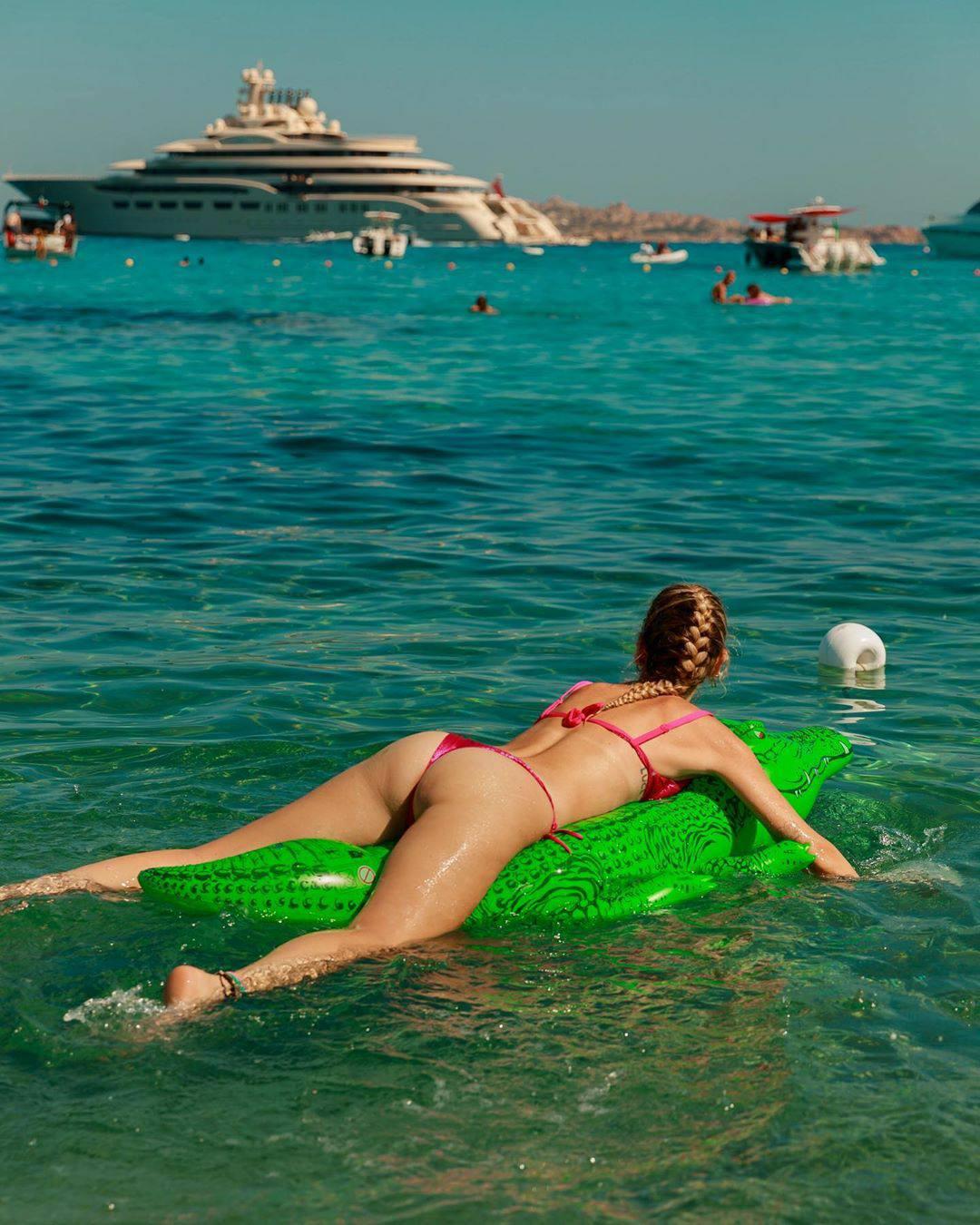 Chiara Ferragni Hot Ass In Thong Bikini