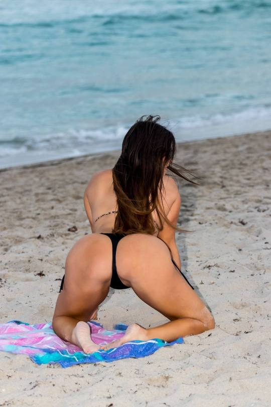 Claudia Romani Sexy On Beach