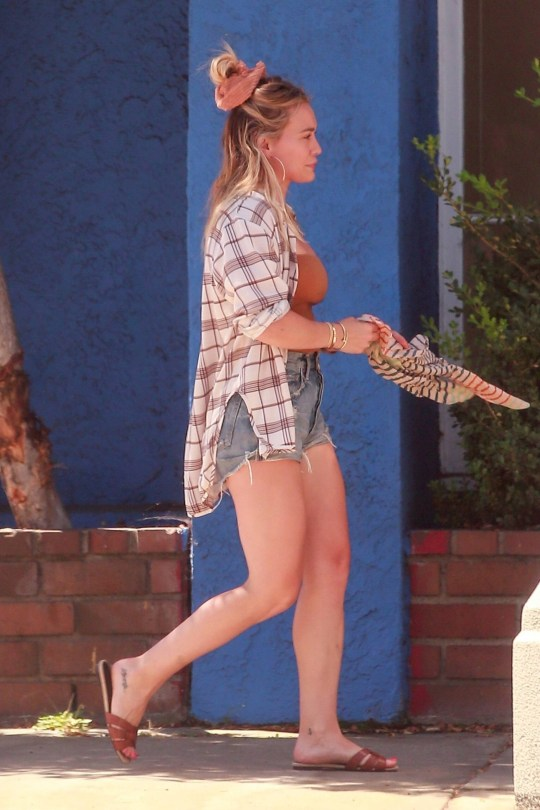 Hilary Duff Sexy In Shorts