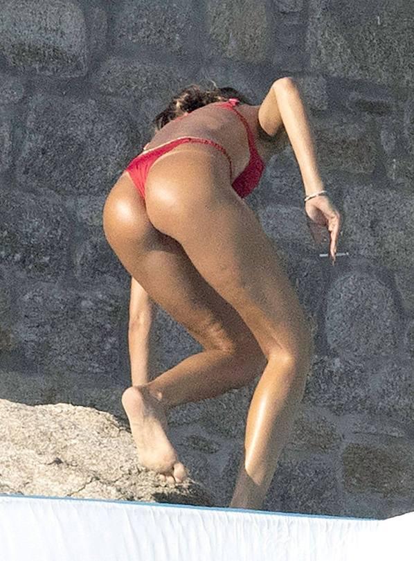 Izabel Goulart Fantastic Ass