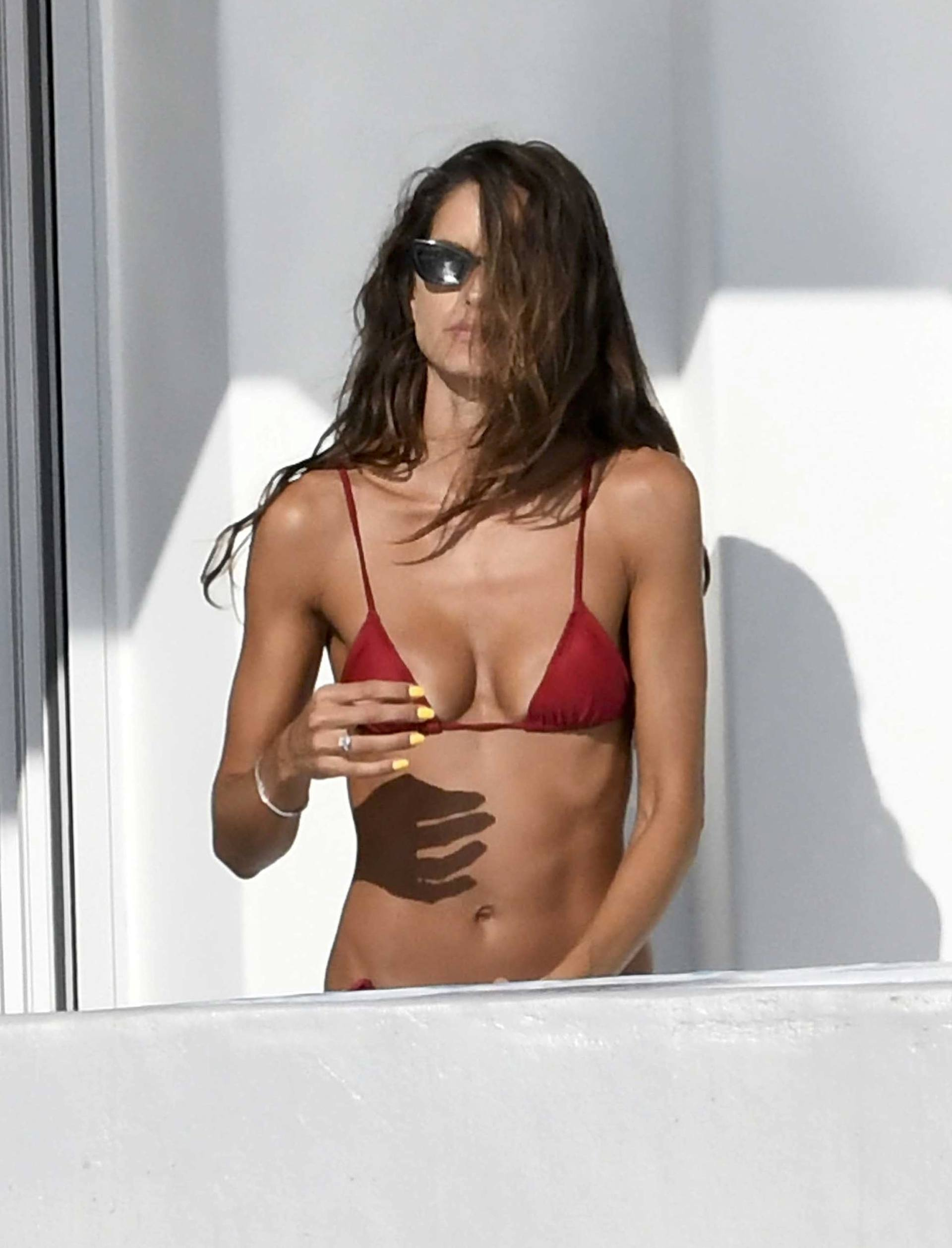 Izabel Goulart Sexy Toned Body