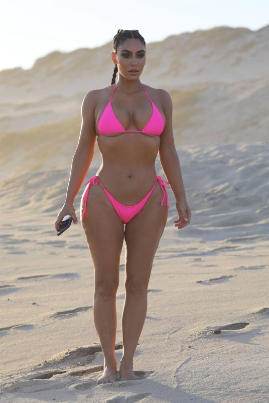 Kim Kardashian Hot Curves In Bikini