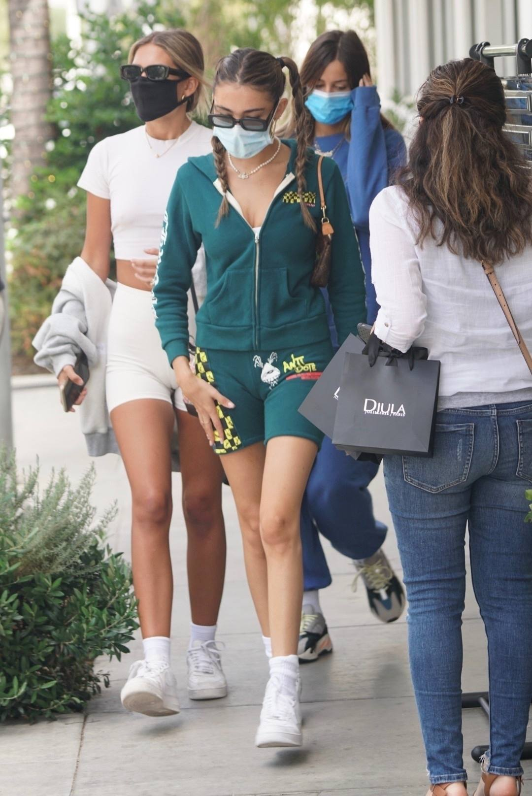 Madison Beer Sexy Ass In Shorts