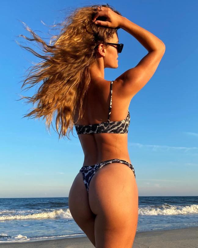 Nina Agdal Beautiful Ass In Thong Bikini