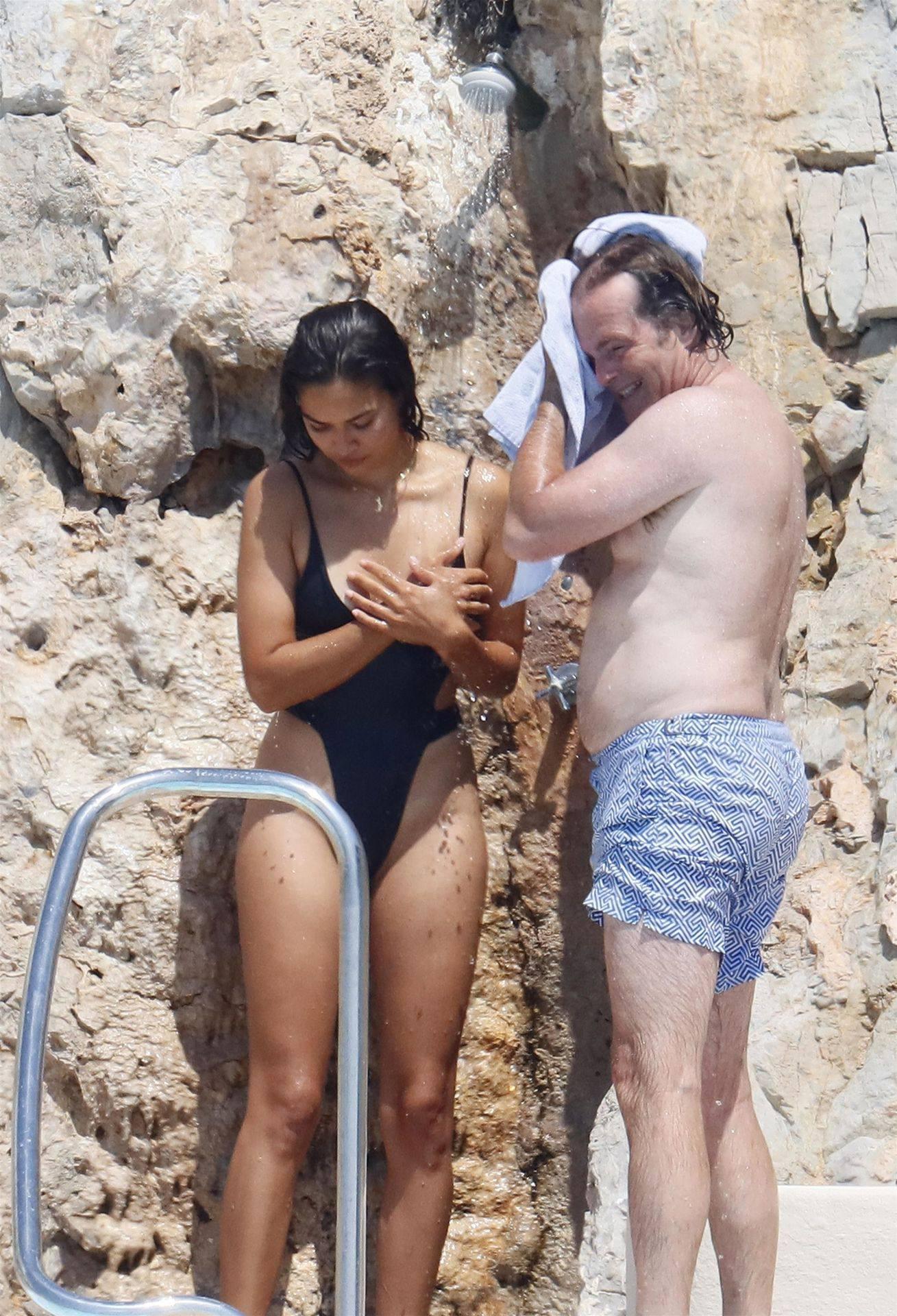 Shanina Shaik Sexy Ass In Swimsuit