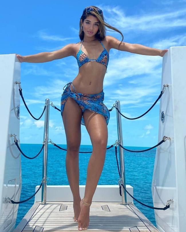 Yovanna Ventura Sexy In Bikini