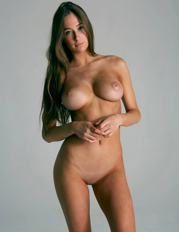 Elsie Hewitt - Fantastic Body in Naked Photoshoot for Treats Magazine (NSFW)