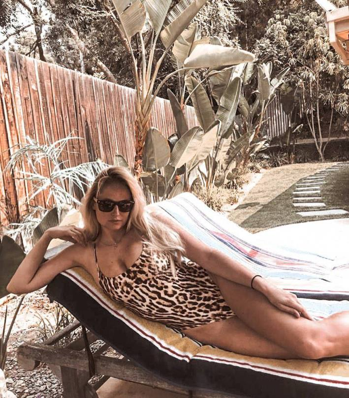 Shakira's Sexy Ass and Other Celebrities in a Weekly Instagram/Twitter Roundup