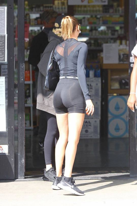 Hailey Bieber In Tight Leggings