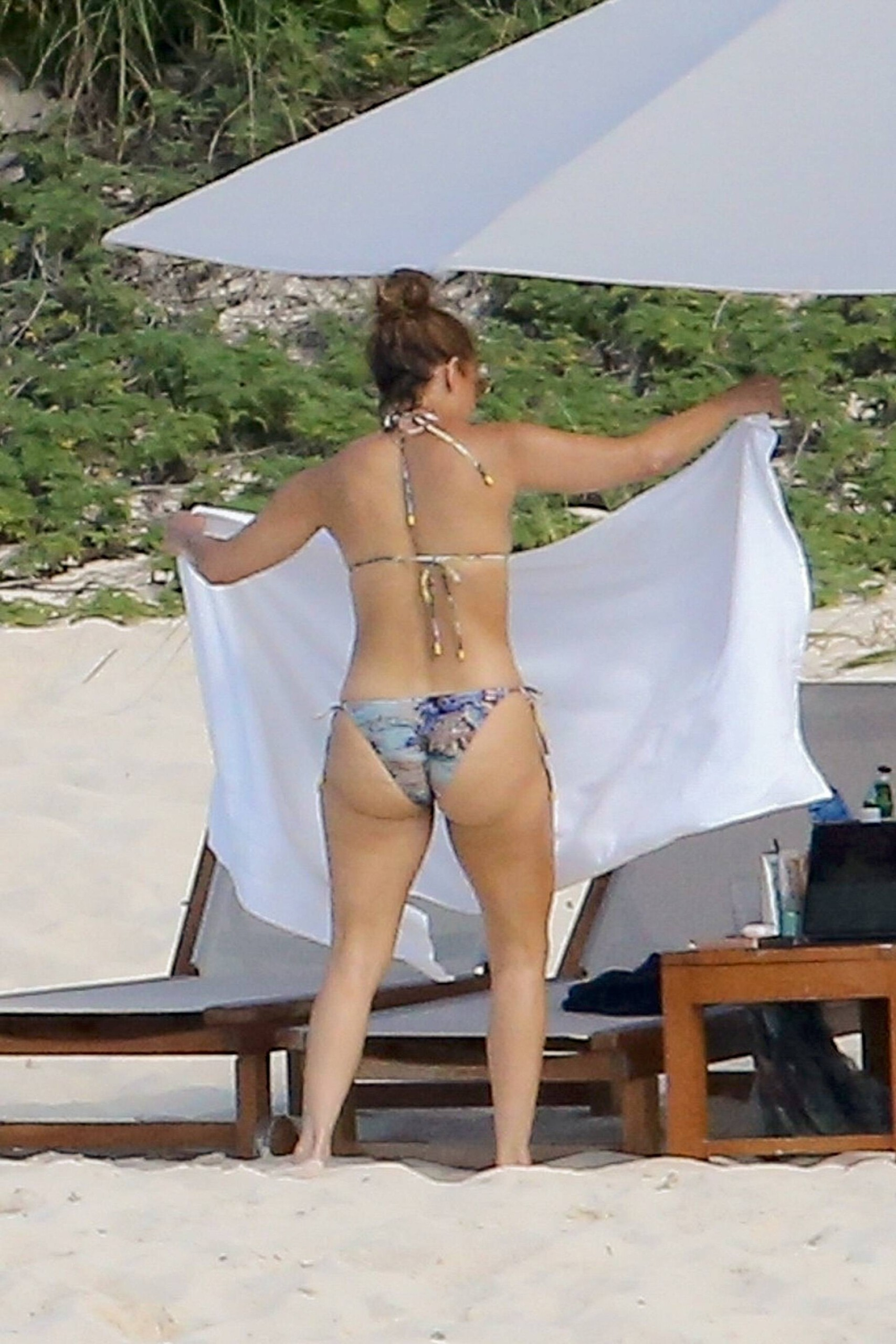 Jennifer Lopezs big bubbly booty at the beach in 2021