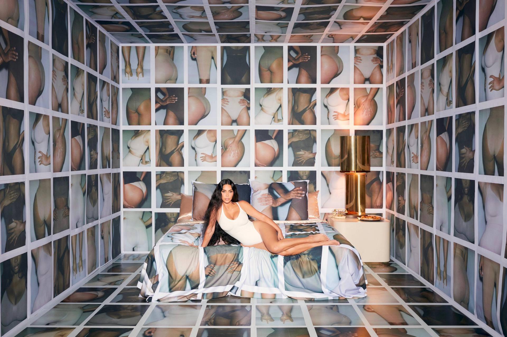 Kim Kardashian Sexy Curvy Body