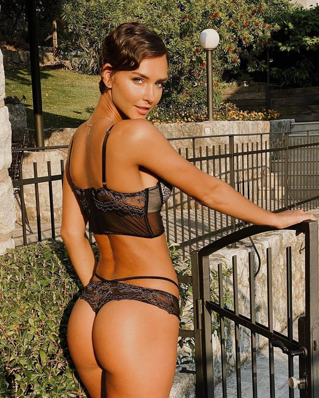 Rachel Cook Sexy Ass In Black Lingerie