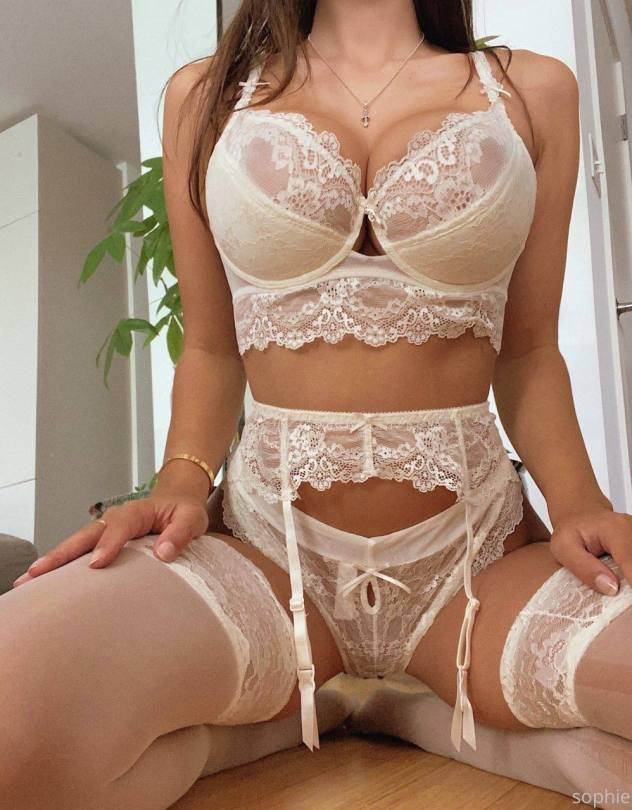 Sophie Mudd Fantastic Body In Lingerie