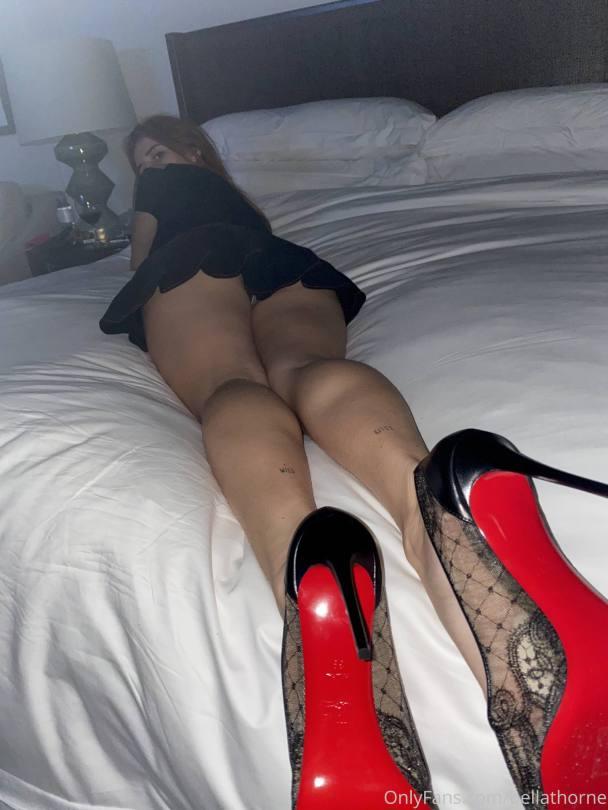 Bella Thorne Sexy Ass And Upskirt