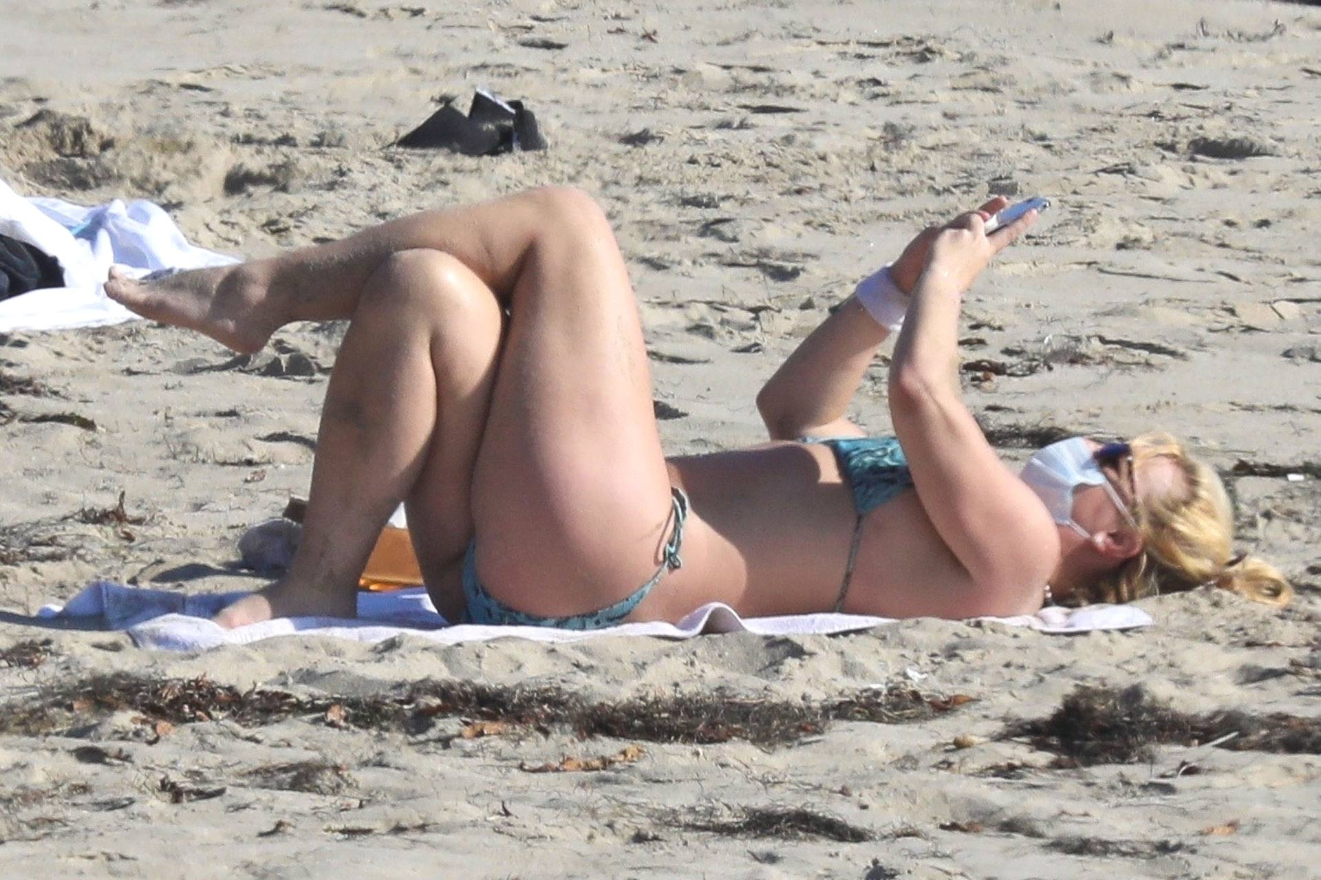 Brintey Spears Sexy In Bikini